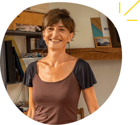 Florence Ferrié vitrailliste à Montfa en Ariège vous accueille dans son atelier pour un stage d'initiation au vitrail écologique